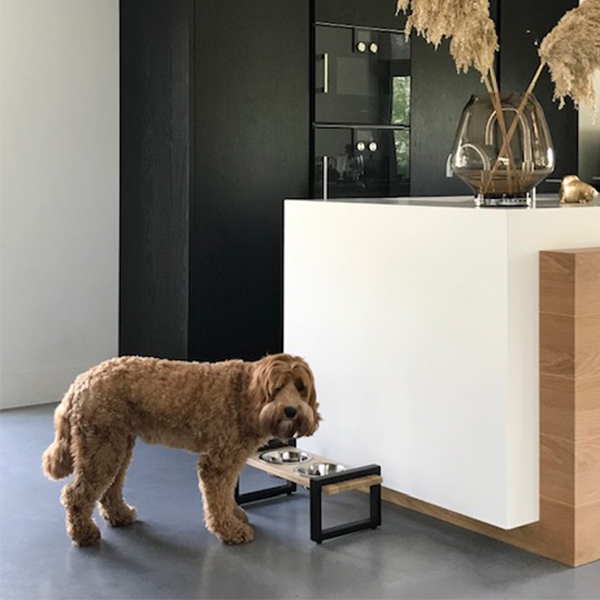 handmade hondenvoerbak eiken honden en kattenzooi
