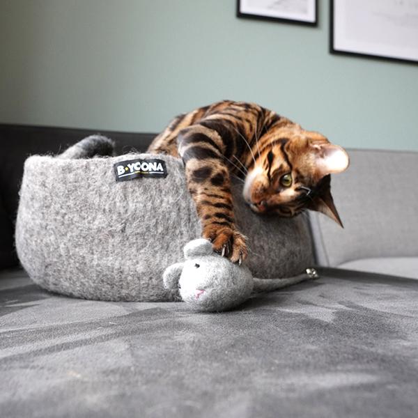 fairtrade kattenmand lichtgrijs honden en kattenzooi