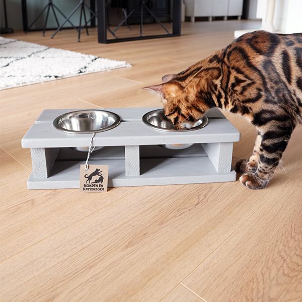 houten kattenvoerbak wood betongrijs honden en kattenzooi