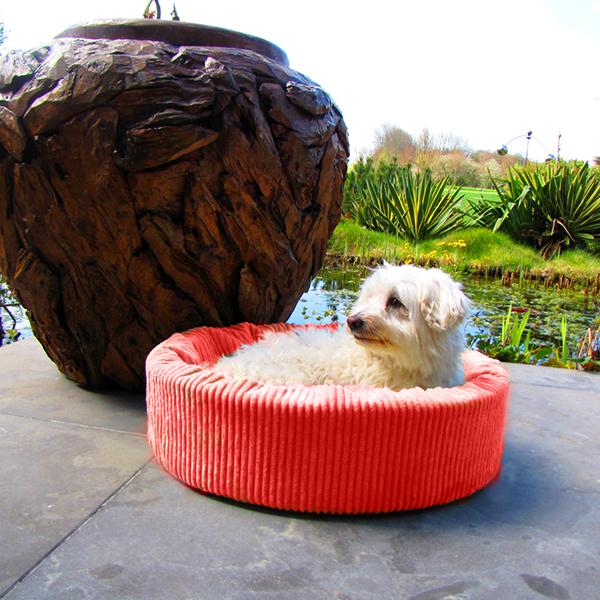 Oranje ribfluwelen hondenmand